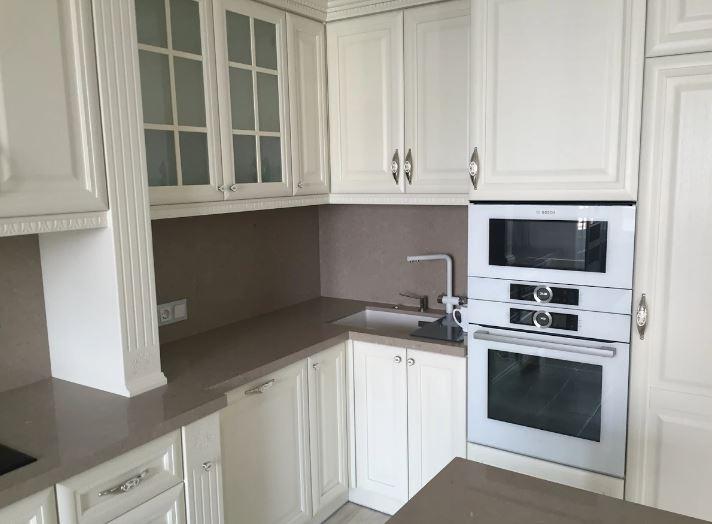 Кухонная столешница со стеновыми и островом из кварцита CaesarStone 4230