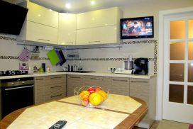 Угловая кухня с ДСП фасадами