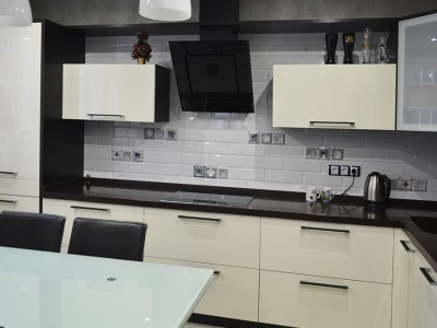Кухня с фасадами SIDAK Acryl Жасмин