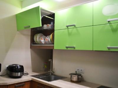 """Кухня с фасадами SIDAK Original пленка ПВХ """"Зеленый глянец / Лен темный"""""""
