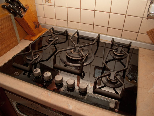Современная кухня из массива на 8 кв.м.