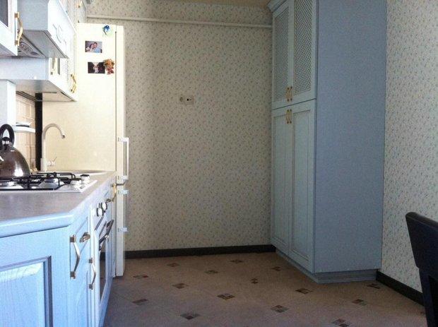 белая мебель в кухне