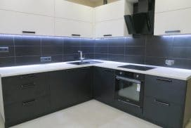 Кухня с фасадами Egger W 1000|U 999