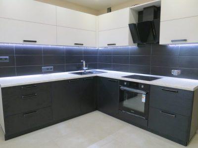 Кухня с фасадами Egger W 1000 U 999