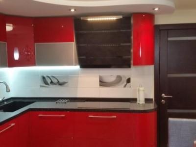 Красная кухня с фасадами эмаль МДФ