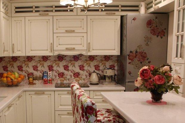 розы на холодильнике