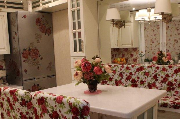 Шикарная кухня с патинированными фасадами