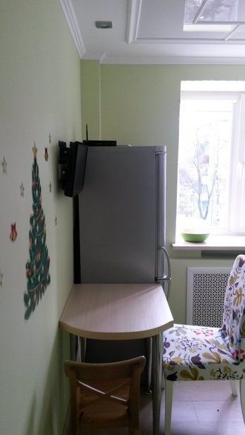 серебристый холодильник