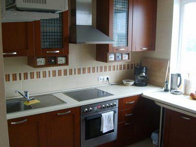 Кухня КАПРИ с раздвижным столом