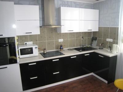 Кухня с фасадами SIDAK Original пленка ПВХ «Черный глянец/Белый глянец»