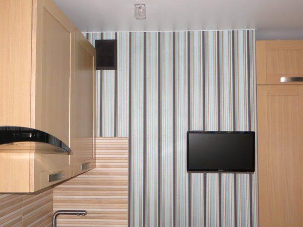 Кухня в стиле модерн с фасадами из массива
