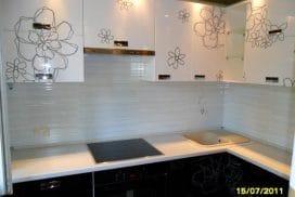 Кухня с фасадамим из крашенной глянцевой МДФ
