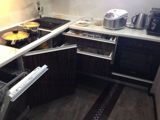 Кухня в стиле минимализм (белый+ зебрано)