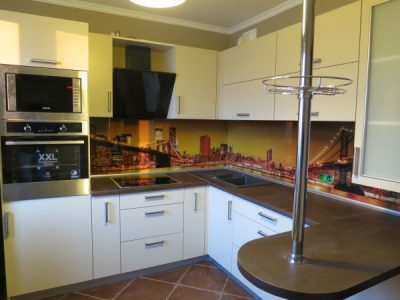 Кухня с фасадами из пластика ARPA (Италия),расцветка слоновая кость, поверхность матовая
