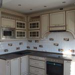 Кухня с патинированными фасадами Прованс, коричневая патина (ВХЦ)
