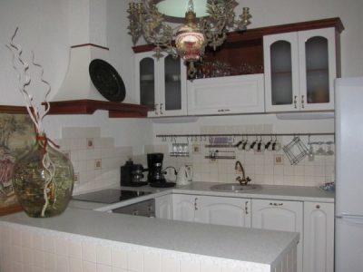 Кухня с фасадами Неполная дуга, фр.4 / Прямой фр.4, пленка белый глянец (ВХЦ)