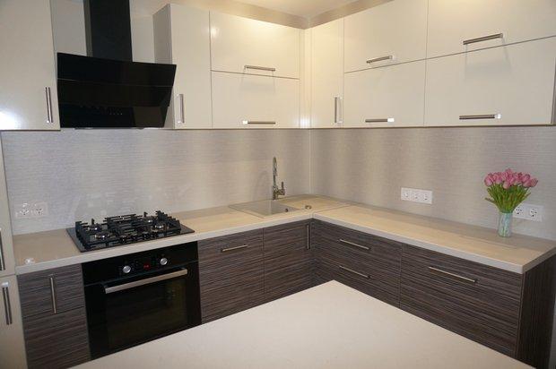 Кухня зебрано+ваниль с островом