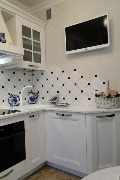 белая угловая кухня на 7 квм Brosko