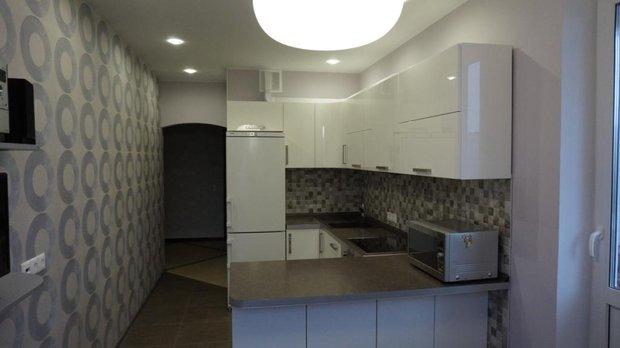 Белая кухня с фасадами акрил