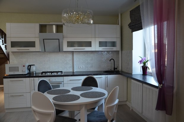 бело-серая кухня