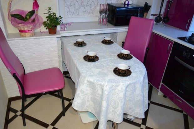 "Вишнево-бежевая кухня в ""хрущевке"""