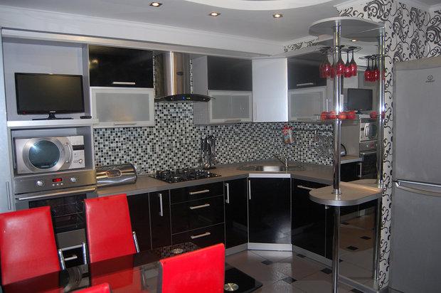 Черно-серая кухня из пластика