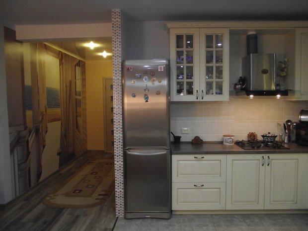 Кухня из массива ясеня на 22 кв.м.