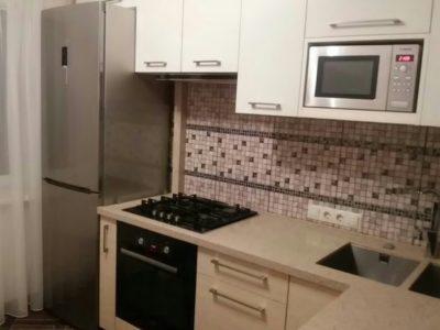 Фото кухни с фасадами эмаль сливочного цвета
