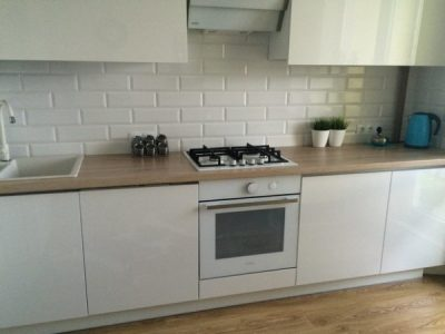 Белая глянцевая кухня с фасадами эмаль МДФ