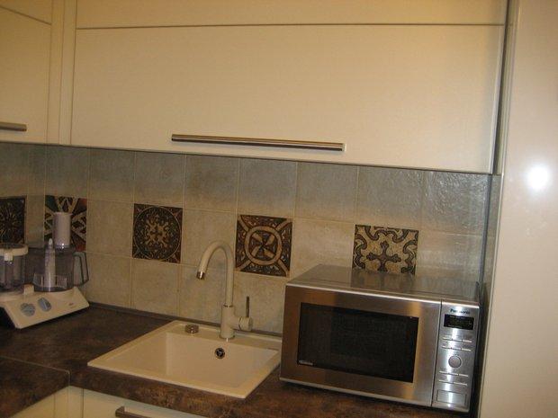 Светлая кухня на 9 кв.м.
