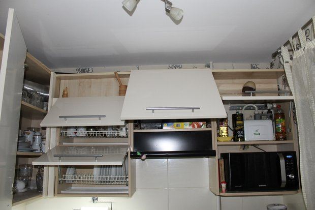 Черно-белая кухня на 6 кв.м.