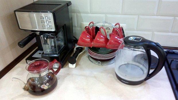 Прямая кухня из пластика