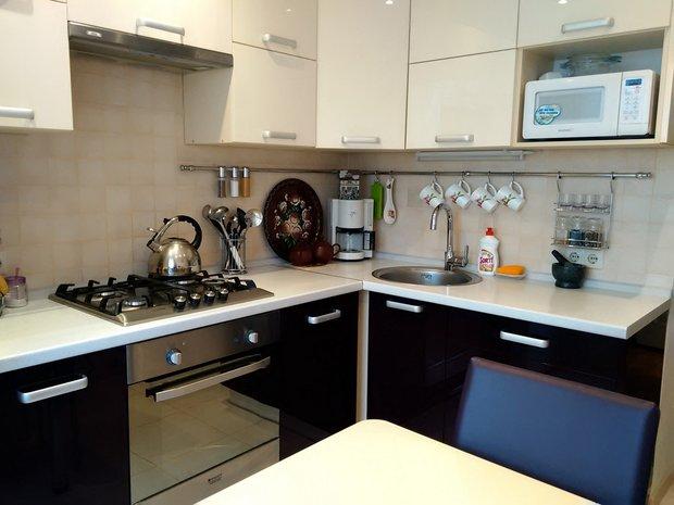белый верх темный них кухня