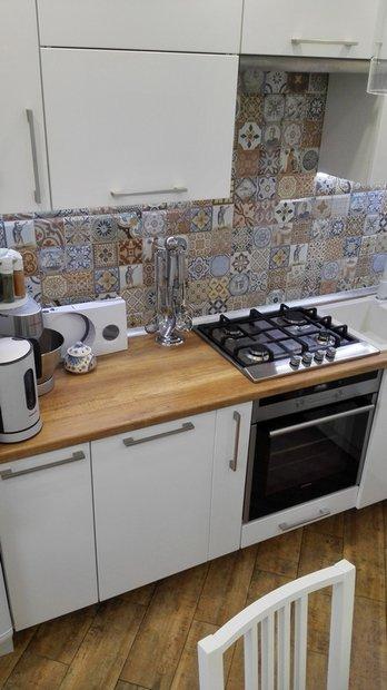Белая кухня в скандинавском стиле на 7 кв.м.