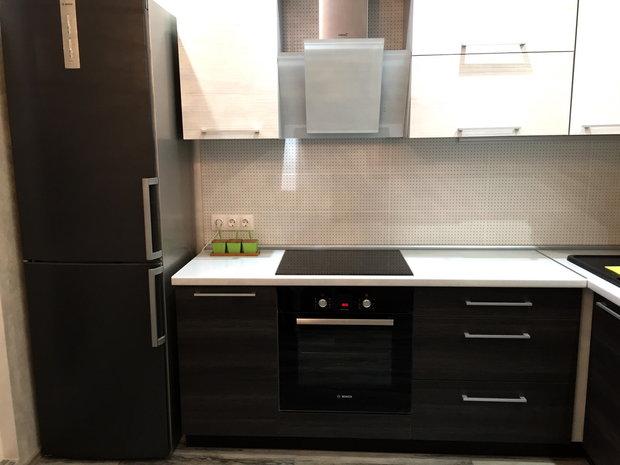Строгая современная кухня на 9 кв.м.
