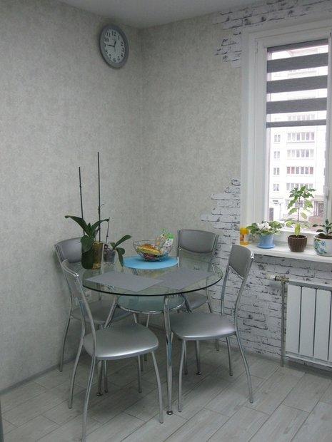 Голубая кухня на 9 кв.м.