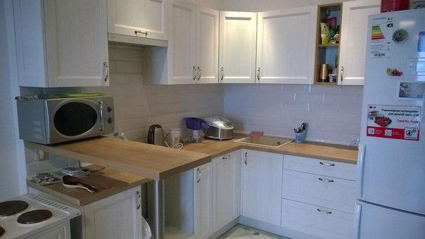 белая кухня в стиле лофт Brosko