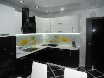 Кухня с фасадами МДФ эмаль «Черно-белый глянец»