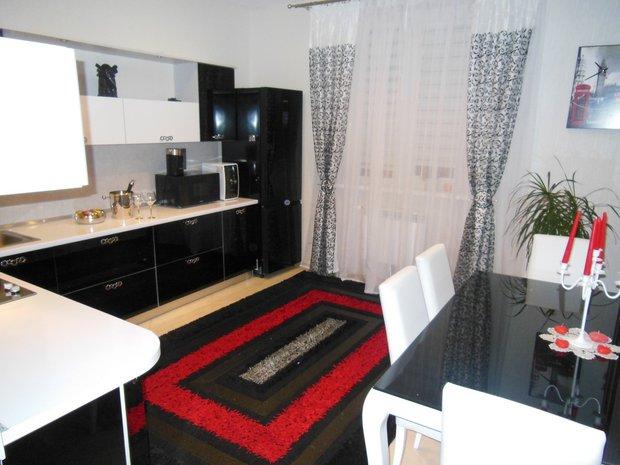 черно-бело-красная кухня