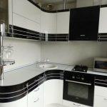 Кухня эконом с комбинированными фасадами Белый глянец + шпон «Эбони»