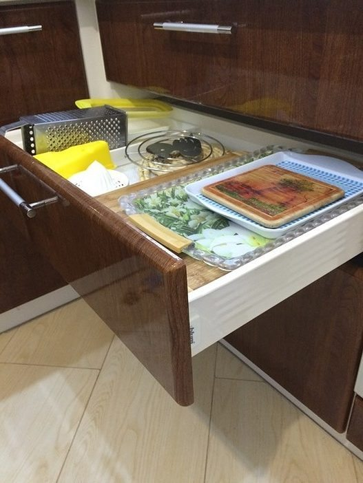 Просторная функциональная кухня-столовая