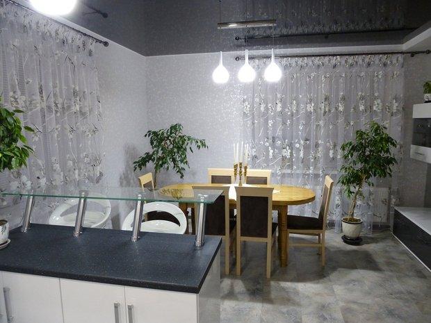 Кухня с барной стойкой на 21 кв.м.