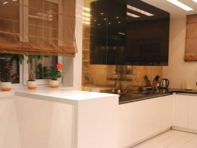 Белая классическая кухня на 6 кв.м.
