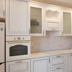 """Кухня с фасадами """"Астория"""" (ВХЦ), краска матовая, серебряное устарение"""