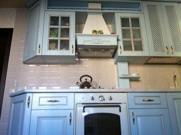 Классическая кухня голубого цвета
