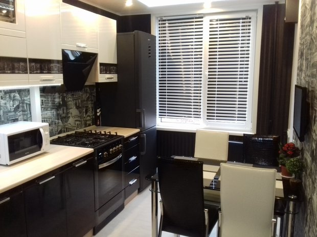черная кухонная бытовая техника