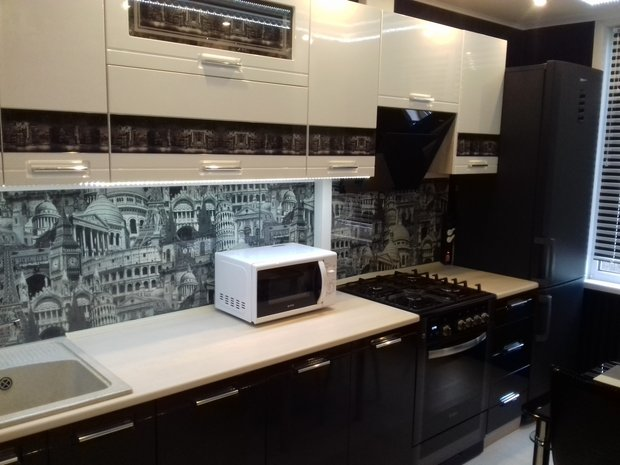 черно-белый кухонный гарнитур