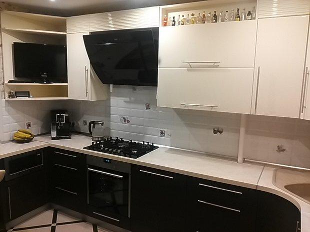 Кухня с барной стойкой вместо подоконника