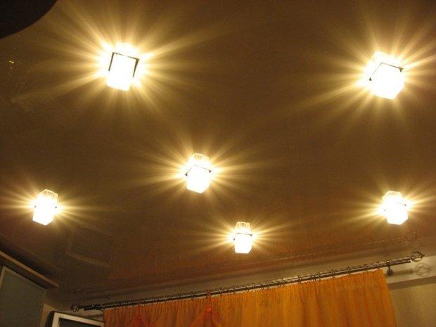 натяжной потолок кухня