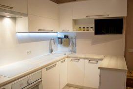 Дизайн кухни в скандинавском стиле с барной стойкой